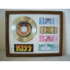 Gouden plaat single Kiss shout it out loud + 4 tickets